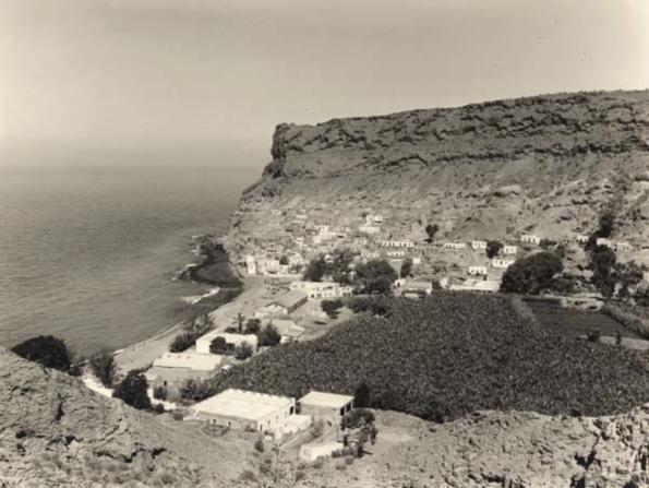 Puerto de Mogán von der Serpentinen-Straße aus um 1965.