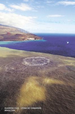 Während der Eruption Ende 2011 stiegen Unmengen von Gasen auf.