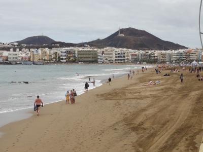 Hier in Las Palmas gibt es Sand-Strand in Hülle und Fülle.