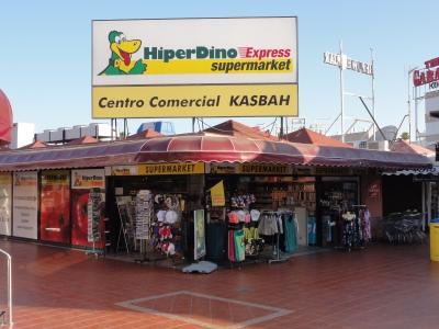 Tags kaufen hier Touristen, abends nerven die Prostituierten: Das Kasbah in Playa.