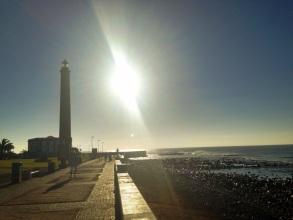 Steine über Steine am Leuchtturm - nun gibt's wieder Sand!